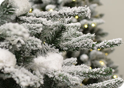 Kunstkerstbomen met sneeuw